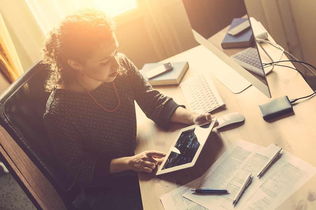 Frau Kleinunternehmerin berechnet ihre Umsätze