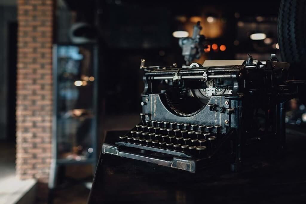 Schreibmaschine Rechnung schreiben